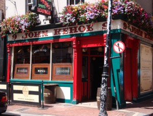 The outside of Kehoes Pub, Dublin, on a sunny day